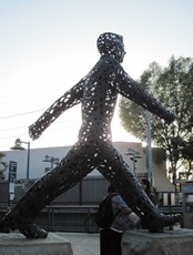 WalkingSculpture